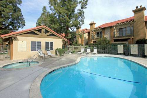$975 2br - 1038ftsup2 - AMAZING UPSTAIRS 2 BED2 BATH WITH POOL VIEW FROM BALCONY (NORTHEAST BAKERSFIELD)