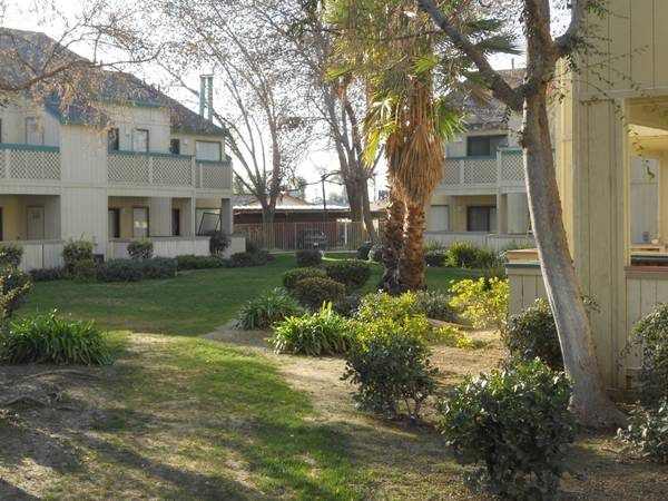 $704 2br - 784ftsup2 - Lovely 2BR1BA Apartment with Cozy Fireplace (Bakersfield, CA)