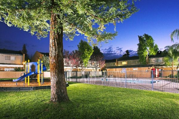 $765 2br - 900ftsup2 - $765- FOR A LIMITED TIME 2 BED TOWNHOME (400 White lane )