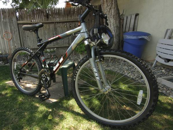 2004 GT Avalanche 3.0 Mountain Bike - $275 (Bakersfield, CA)