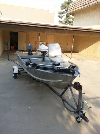 12 ft Sea king aluminum fishing boat with trailer - $1000 (Porterville)