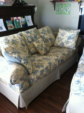 Set of Two Shabby Chic Couches - $200 (Tehachapi)