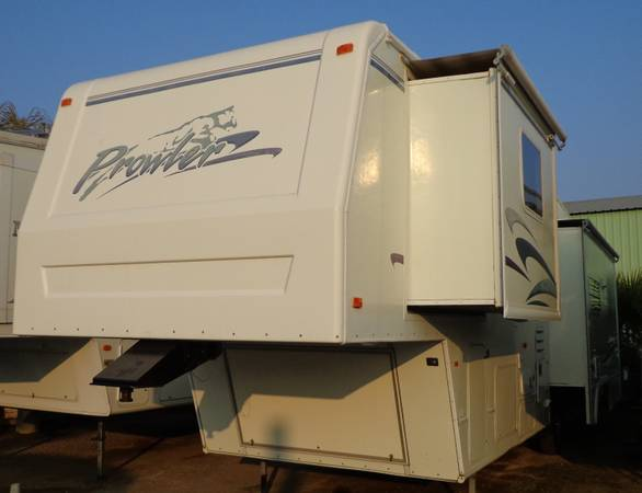 1999 Fleetwood Prowler 36 ft. 5th Wheel for sale (Bakersfield, CA)