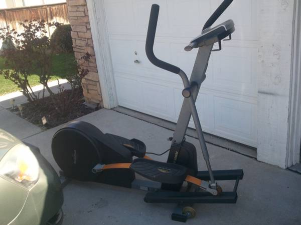 NordicTrack CXT 990 elliptical cross trainer - $300 (NW Rosedale)