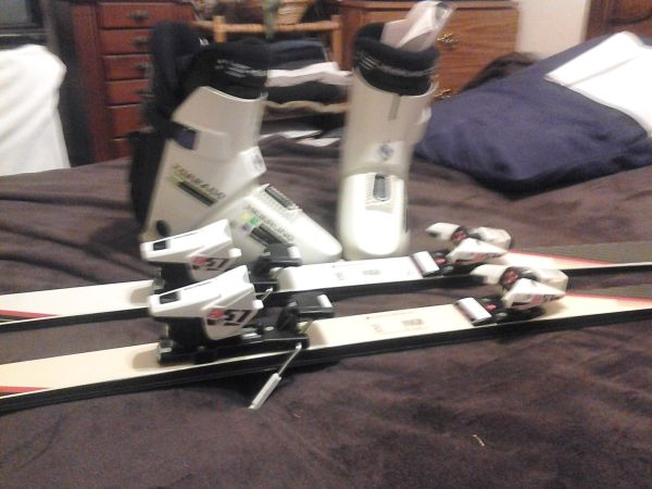 Brand New Snow Skis, Bindings, Boots - $150 (south west Bakersfield)
