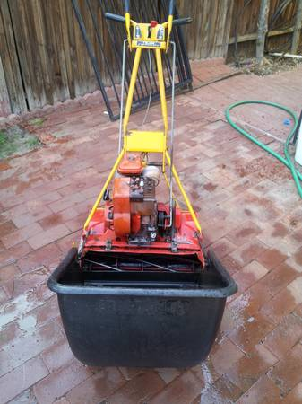 mclane front throw lawn mower sale or trade - $150 (sw bakersfield)