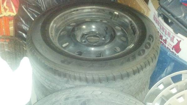 2007 Dodge Charger stock rims, tires and hub caps with lugs - $150 (Shafter, Ca)