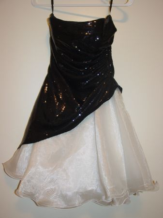 Jump Apparel Black White Strapless Dress By Wendye Chaitin size 78 - $1 (Tulare Ca)