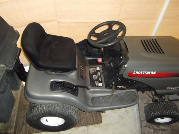 Craftsman RIDING LAWN MOWER TRACTOR LT 2000 with grass bin attachments - $840 (nw bakersfield)