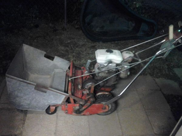 Tru-cut 7 blade 20 reel mower w grass catcher - $200 (Oildale)