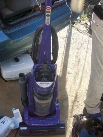 Kenmore Progressive Direct Drive bagless vacuum cleaner - $25 (DELANO CALIF,93215)