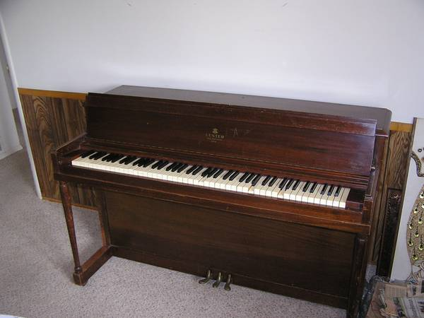 Piano - Lester upright Betsy Ross Spinet - $295 (Bakersfield College Area)