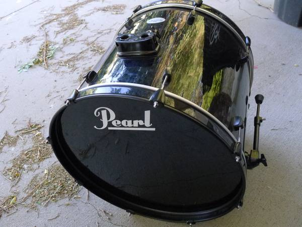 Used Pearl Soundcheck 22x18 Bass Drum With Legs - $50 (Tehachapi)