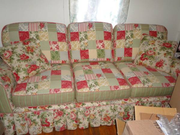 Shabby Chic Couch Love Seat Picture - $350