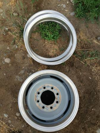 16 inch 8 lug Chevy rims with beauty ring - $100 (Hagerman)