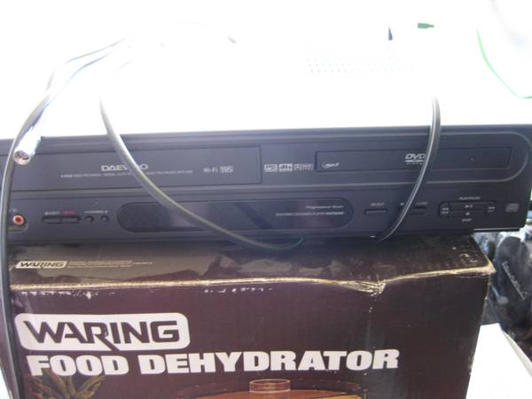 Daewoo 3DV6T 834NP DVD CD VHS VCR Combo Player Video Tape Recorder - $40 (Boise - Maple Grove Franklin Area)
