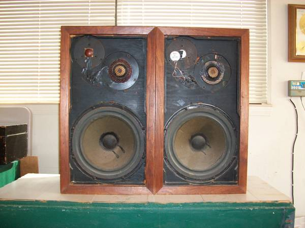 Vintage Acoustic Research AR3 Speakers - $200 (Cottonwood)