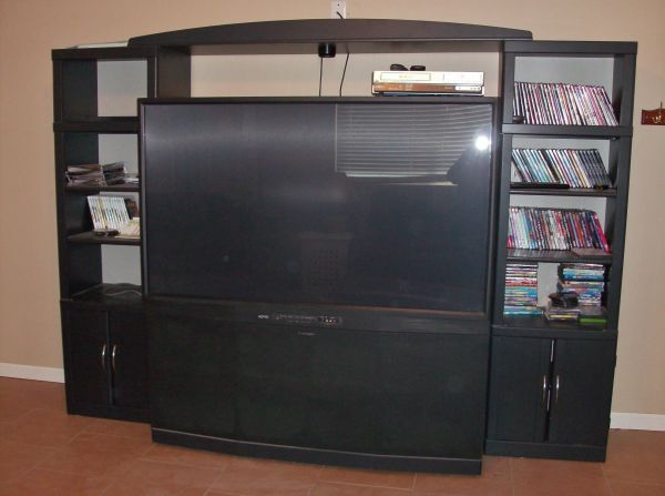 65 Flat Screen TV, Mitsubishi, Entertainment Center, Cabinet Black - $500 (C Verde)