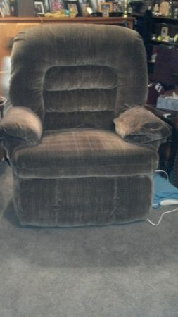 FLOOR LAMPADJ. TABLELAZY BOY RECLINER big man rocker-reclinerLAMPS - $1 (FLAGSTAFF )