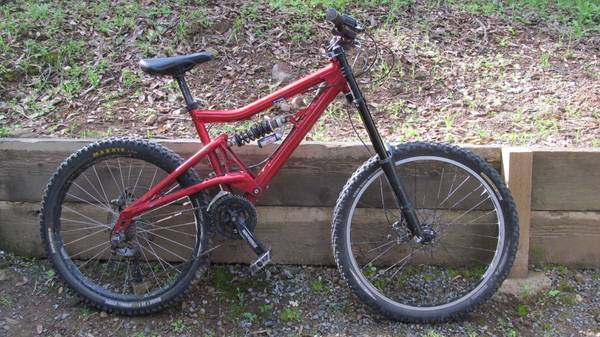 04 Santa cruz Bullit Medium - $900 (Concord)