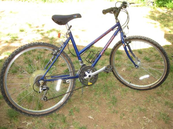 SCHWINN HIGH PLAINS MOUNTAIN BIKE 17 - $89 (GRASS VALLEY)