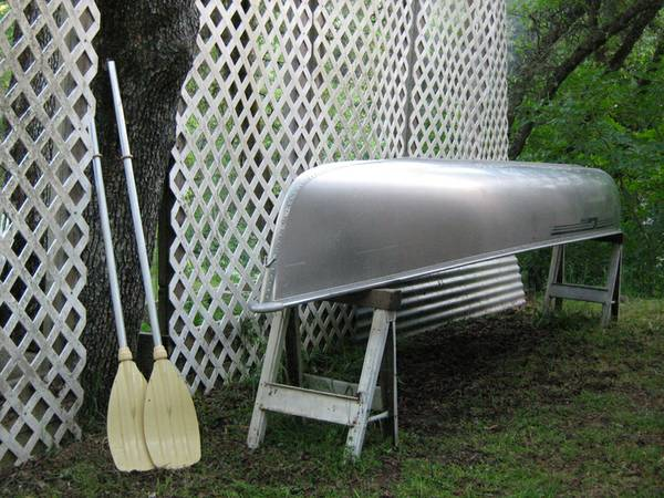 16 Grumman square stern canoe - $750 (Grass Valley)