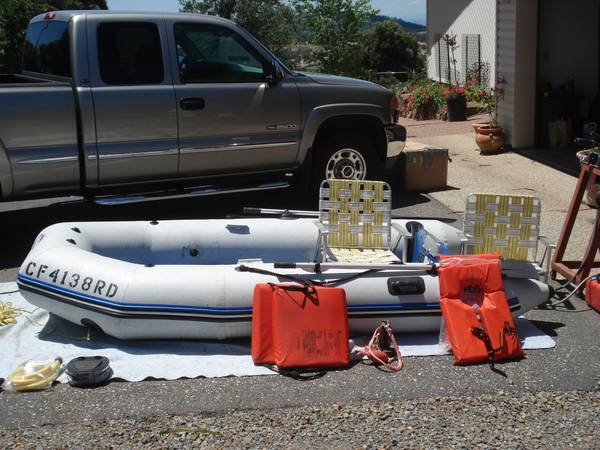 Zodiac Zoom 310S inflatable boat w Honda 8 Horse Motor - $1250 (Grass Valley)