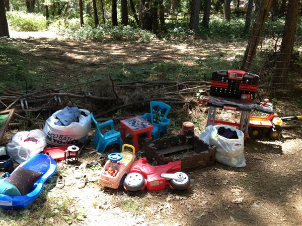 Free kids stuff and bikes (Grass Valley)