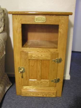 Oak Ice Box Phone Stand End Table (White Clad) - $75 (Grass Valley)