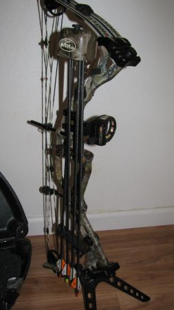 Hoyt Katera Compound Bow wcase and arrows - $600 (Pollock Pines)