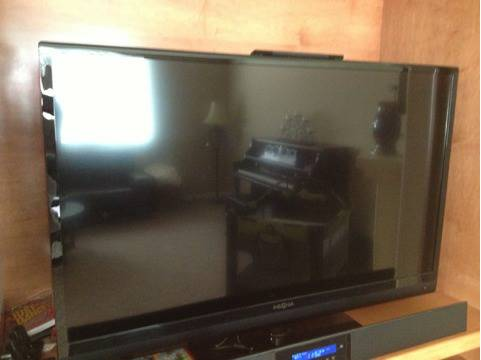 Insignia 46 led TV like new - $450 (Auburn)