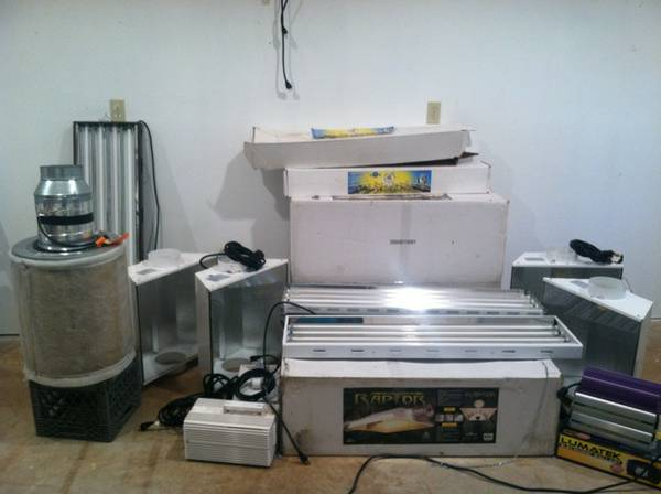 Grow Equipment (hoods,ballast,T5,trays,pots) - $2000 (United States)