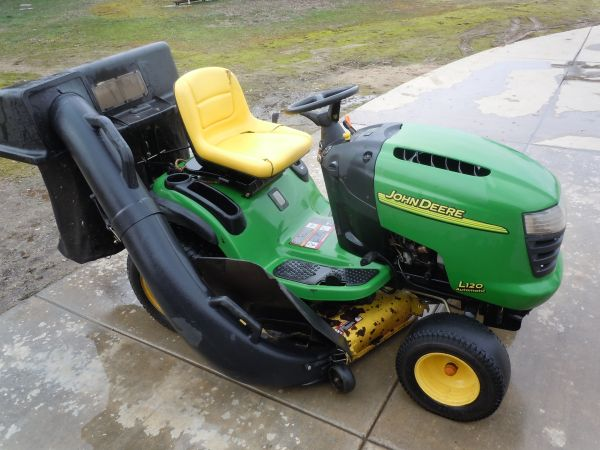 2003 John Deer Riding Lawn Mower - $999 (WallaceValley Springs)