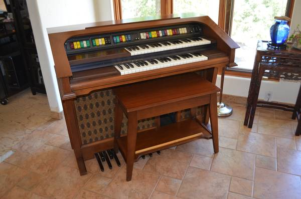 LOWREY ORGAN - GENIE 88 - BEAUTIFUL - $50 (SONORA, CA)