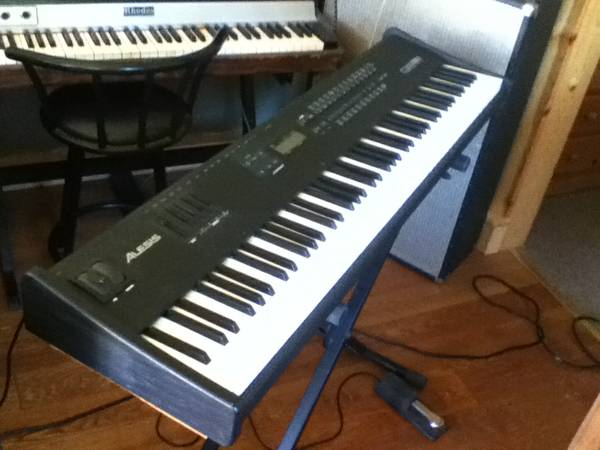 Alesis QS8.1 88-Weighted Key Expandable Synth with Stand - $300 (Nevada City)