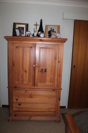Broyhill Fontana Bedroom Set - $600 (Bakersfield)