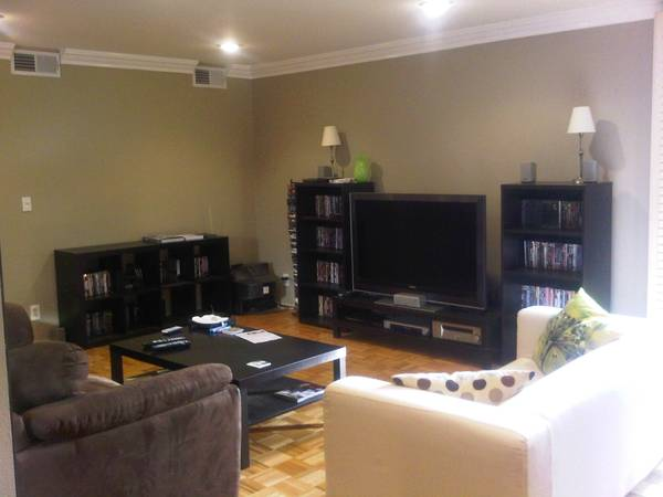 - $1050 1br - Furnished 1b1ba sublet in 2b2ba apartment (West Hollywood)