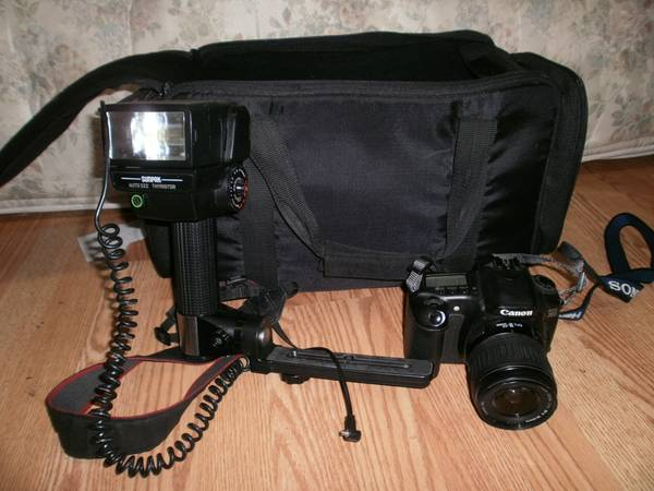 Canon EOS 20D With Proffesional Flash,2 batts, Bag, Lens, and P2 Card - $450 (woodland hills topana canyon)