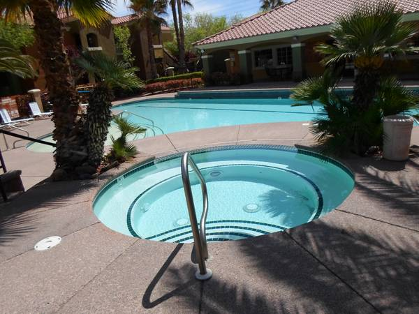 - $930 2br - 1261ftsup2 - Terrific Move In Specials (Spanish Ridge Apartments)