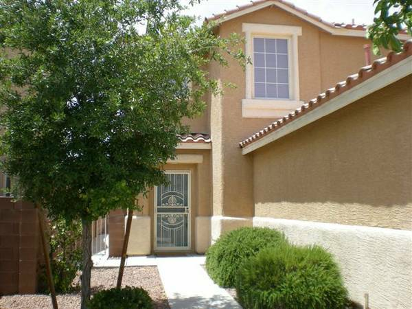 Room for RENT in Beautiful house Furnishedutilities inclPRIVATE BATH (Summerlin)