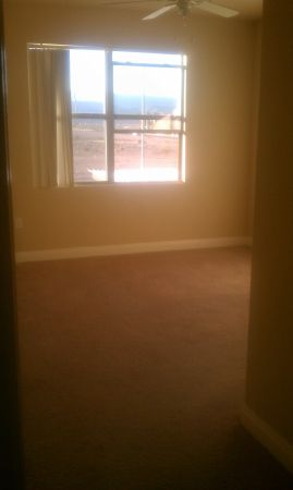 $500 Master bedroom. util included. IMMEDIATE MOVE-IN (Buffalo and 215 )