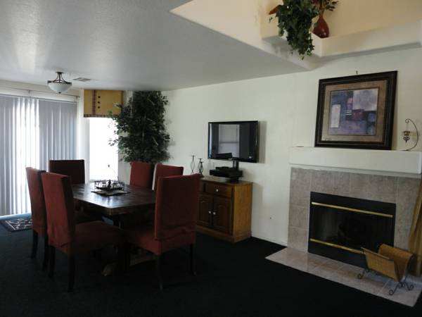 - $225 3br - 1750ftsup2 - PER NIGHT ENTIRE HOUSE AVAILABLE POOL Great for Families (Northwest near EVERYTHING)