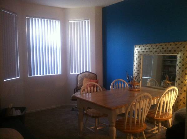 - $550 1br - 950ftsup2 - Move in Now 1 month Available. Flat Rate. (Eastern St. Rose)
