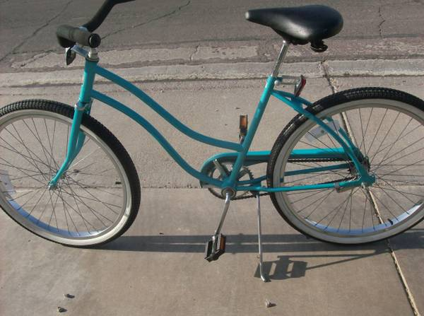 Vintage Huffy Womens Good Vibrations Beach Cruiser Bike - $65 (Henderson)