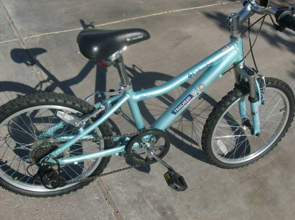Boys or Girls Lite blue Columbia Trailhead 20 inch Mtn bike - $65 (Henderson)