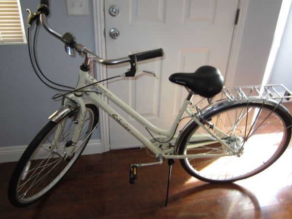 Schwinn Womens Gateway 26 City Bike Ivory - $100