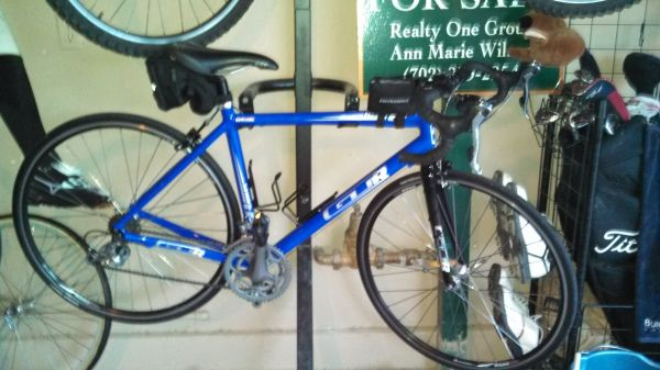 GT Road Bike Series 3 - $400 (Mountains Edge )