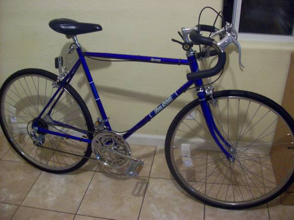 1983 Mens Free Spirit 10 speed road bike (Henderson)