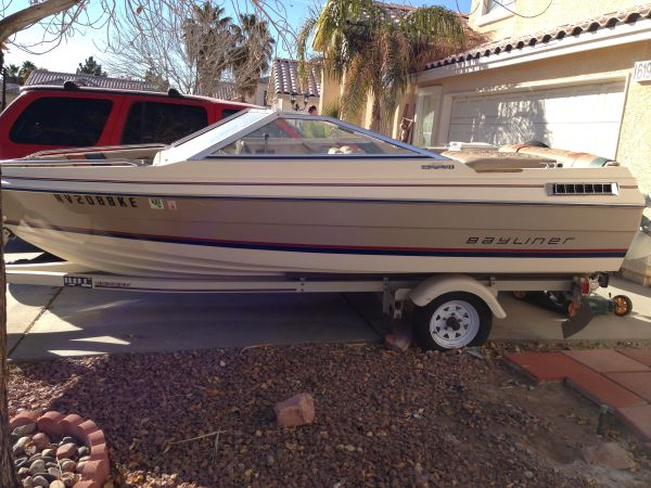 16 FOOT 83 BAYLINER - $1200 (East Las Vegas)