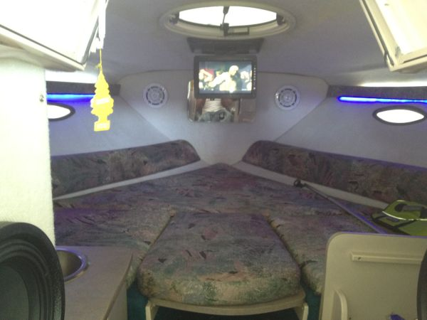 ITS 24 FEETBIG BLOCK CUDDY CAB HUGE STEREO TVS UNDER 14 GRAND - $13700 (Southwest )